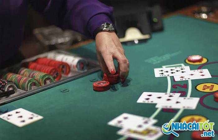 Chọn mức cược phù hợp khi nhận định khả năng chiến thắng poker online